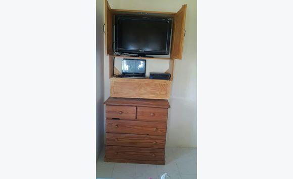 mont sur meuble tv annonce meubles et d coration bridgetown barbade. Black Bedroom Furniture Sets. Home Design Ideas