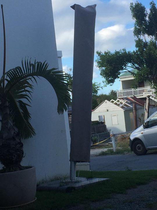 Parasol annonce mobilier et quipement d 39 ext rieur for Equipement exterieur
