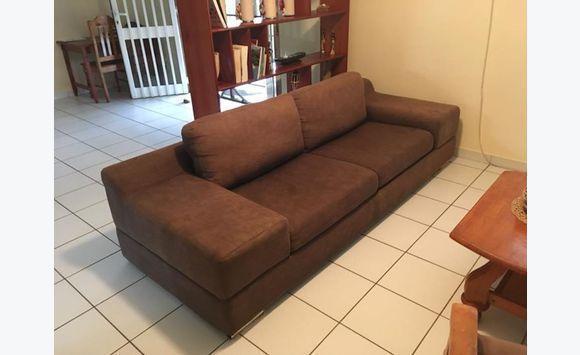 canap couleur chocolat 3 places annonce meubles et. Black Bedroom Furniture Sets. Home Design Ideas