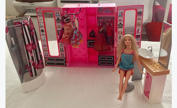dressing et salle de bain barbie annonce jeux jouets corossol saint barth lemy. Black Bedroom Furniture Sets. Home Design Ideas