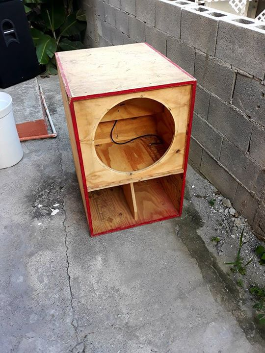 18 inch speaker box