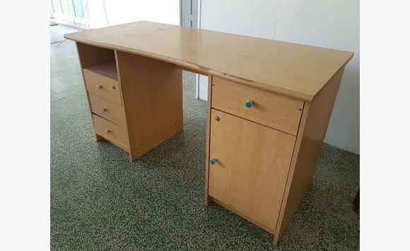 Petit bureau d occasion avec tiroirs annonce meubles et