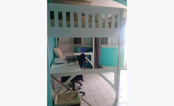Petit set :lit hauteur avec bureau meubles et décoration saint