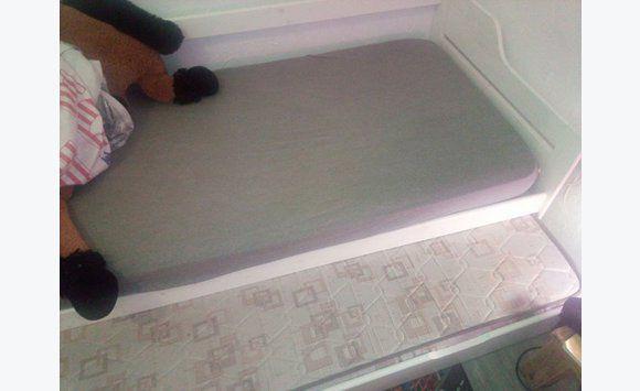 lit 1 place 1 tiroir annonce meubles et d coration la r union. Black Bedroom Furniture Sets. Home Design Ideas