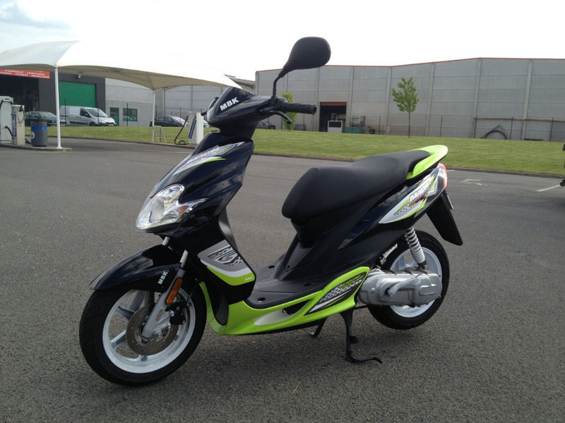 cherche a acheter un mbk mach g motos scooter quad. Black Bedroom Furniture Sets. Home Design Ideas