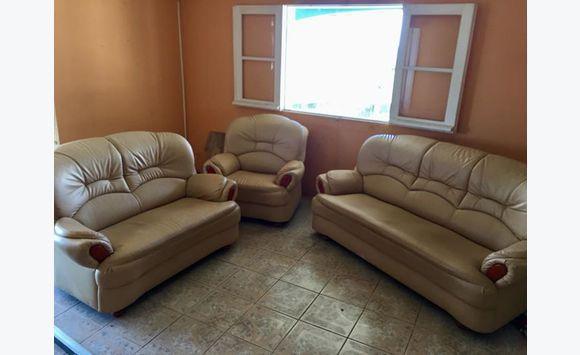 Fauteuil 3 pi ces annonce meubles et d coration saint for Decoration maison 97400