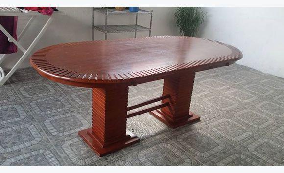 Une grande table en bois massif Meubles et Décoration Martinique # Grande Table En Bois Massif
