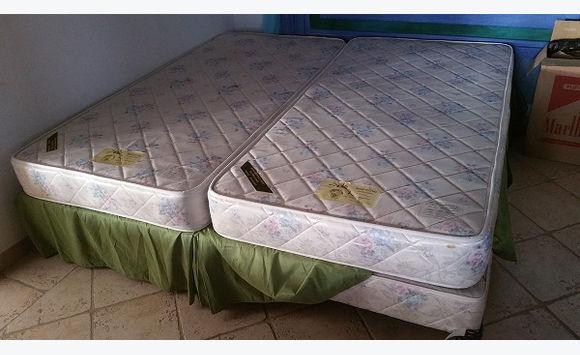 lits jumeaux en 90 matelas sommier et roulettes - Lits Jumeaux