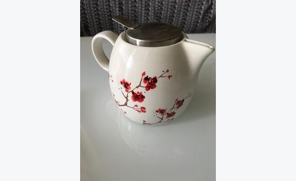 Vase And Teapot Porcelain Kitchen Tableware Saint Martin Cyphoma