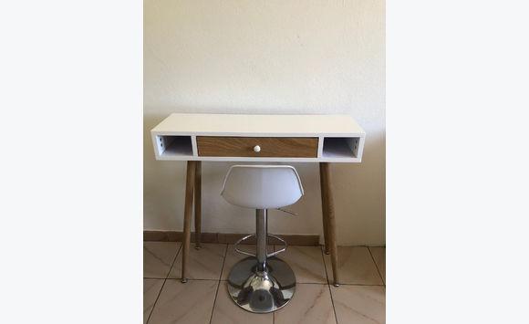 Bureau moderne et chaise - Meubles et Décoration Sint Maarten • Cyphoma