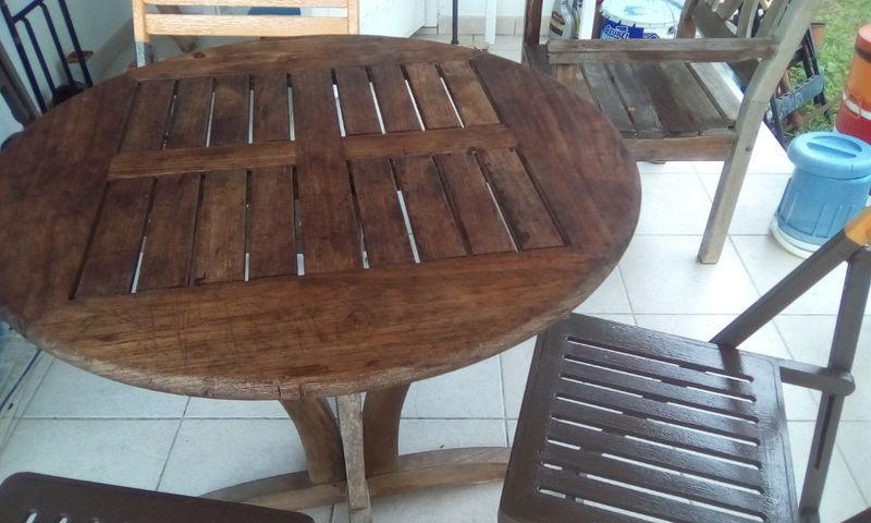 Table + chaises de jardin